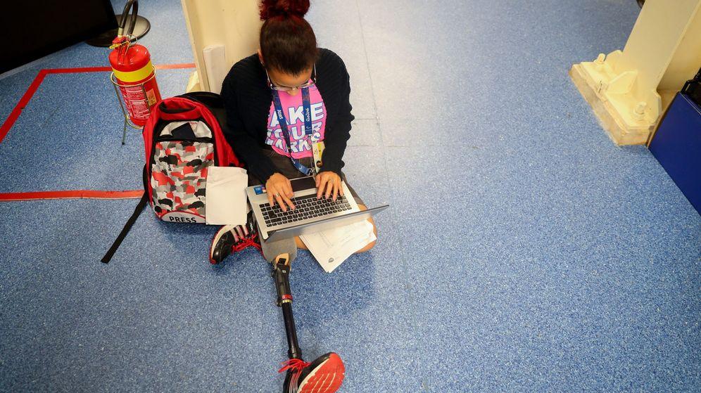 Foto: Una periodista trabajando en los Juegos Paralímpicos (EFE)