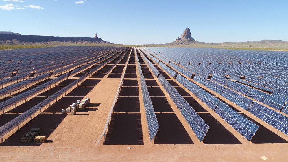 Foto: Fotografía de archivo de un parque fotovoltaico. (EFE)