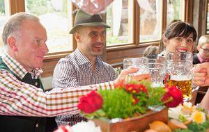 Guardiola ya manda en Alemania y lo celebra en la Oktoberfest