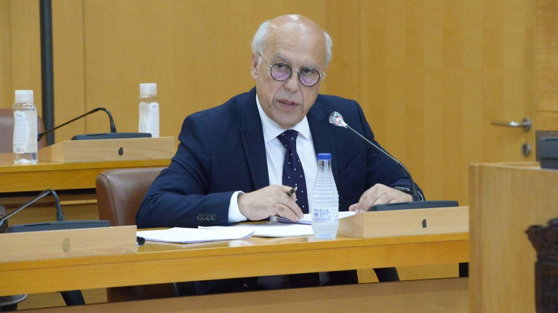 El consejero de Ceuta que se vacunó dimite aunque dice que actuó correctamente
