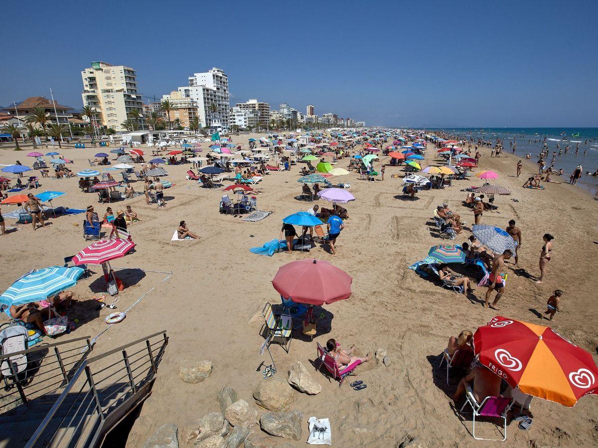 Foto: Imagen de la playa de Gandia este domingo. (EFE)