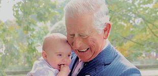Post de Nuevas fotos íntimas del príncipe Carlos en familia en plena operación 'lavado de imagen'
