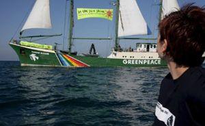 El 'Rainbow Warrior' de Greenpeace llega al puerto de Sagunto para presentar la campaña para recuperar el Mediterráneo