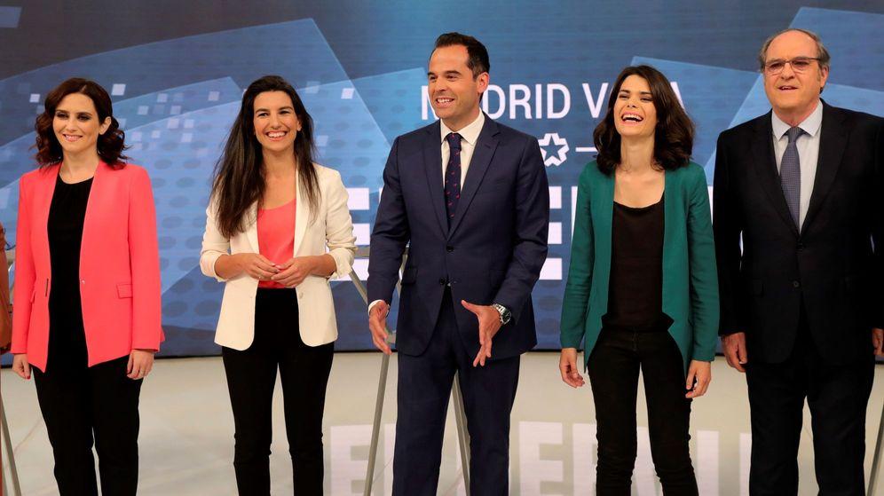 Foto: Rocío Monasterio e Ignacio Aguado durante el debate de Telemadrid antes de las elecciones. (EFE)