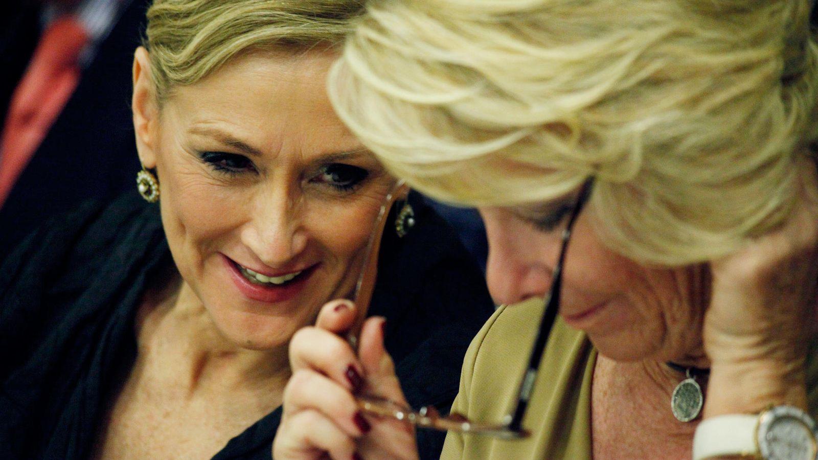 Foto: Las dos candidatas 'populares' en Madrid, Cristina Cifuentes y Esperanza Aguirre (Enrique Villarino)