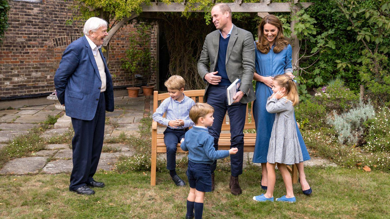 Los duques de Cambridge, sus hijos y David Attenborough. (Reuters)