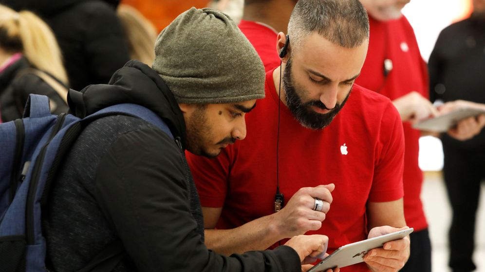 Foto: Los trabajos orientados a las ventas admiten más la mentira, mientras los orientados a satisfacer al cliente, no (Reuters/Andrew Kelly)