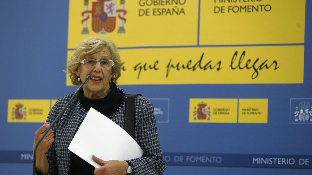 Foto: La alcaldesa de Madrid, Manuela Carmena, en rueda de prensa tras una reunión celebrada en el Ministerio de Fomento. (EFE)