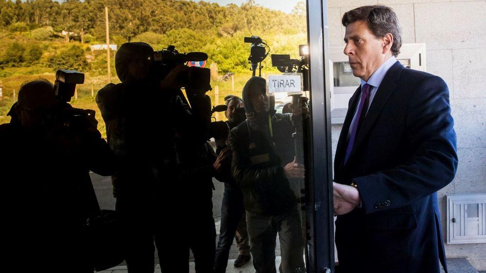 Foto: El padre de Diana Quer, Jose Carlos Quer, a su llegada al juzgado de Ribeira. (EFE)