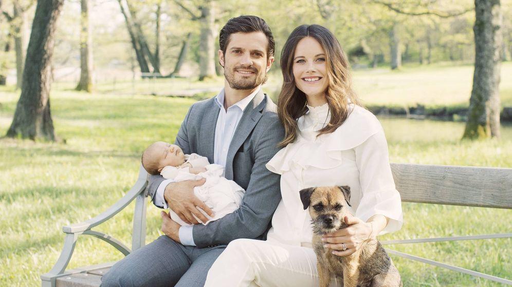 Foto: Carlos Felipe y Sofía junto a su bebé y perro. (Casa real sueca)