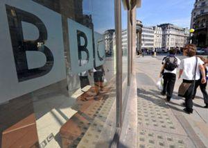 Veintisiete directivos de la BBC ganan más que Gordon Brown