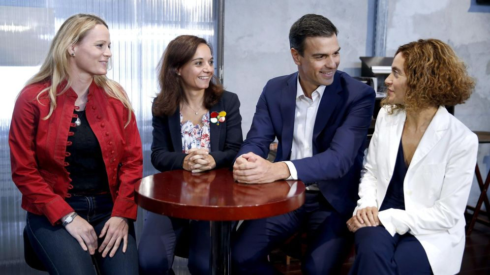 Foto: Zaida Cantera, Sara Hernández, Pedro Sánchez y Meritxell Batet, el pasado 30 de septiembre en Madrid. (EFE)