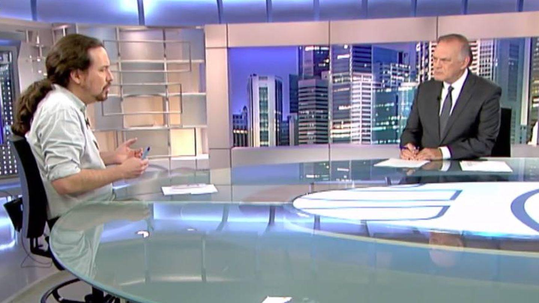 La charla entre Iglesias y Piqueras. (Mediaset)