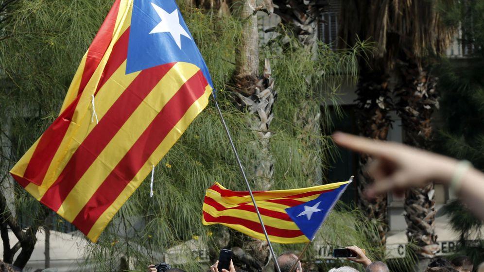 Foto: Banderas esteladas, fotografiadas durante una manifestación en Barcelona. (EFE)