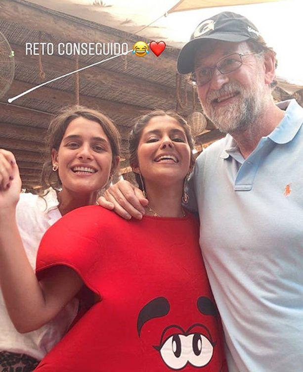 Foto: Rajoy se hace un 'selfie' con María García de Jaime, quien ha colgado la imagen en su Instragram. (@mariagdejaim)