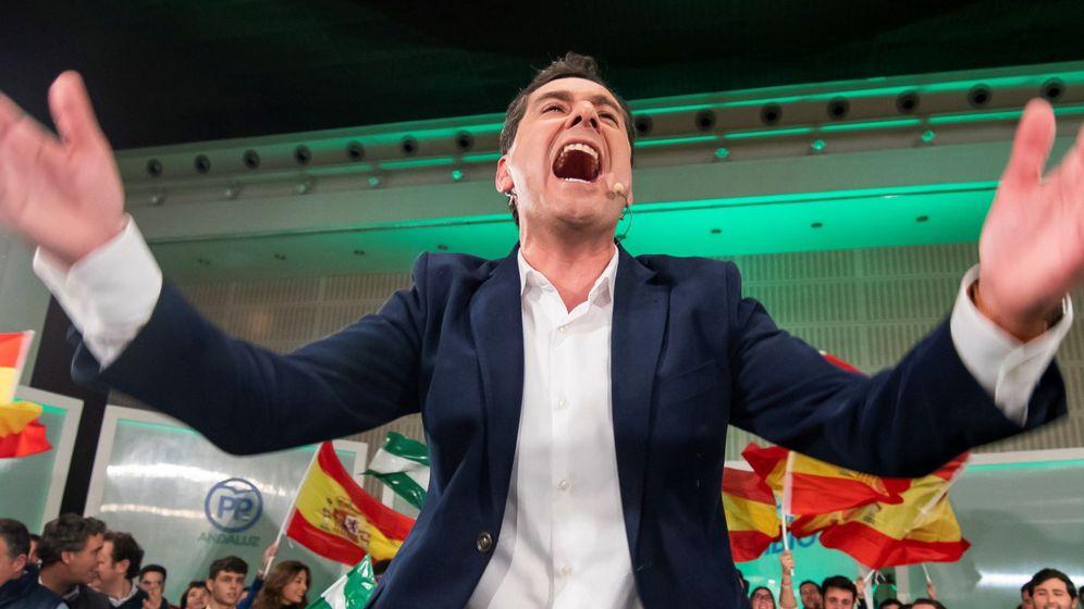 Foto: Juanma Moreno, en el cierre de campaña del PP en Sevilla. (EFE)