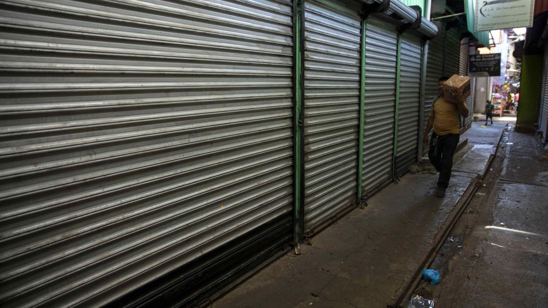 Leticia afirma que cada vez son más las tiendas que tienen que cerrar. (EFE)