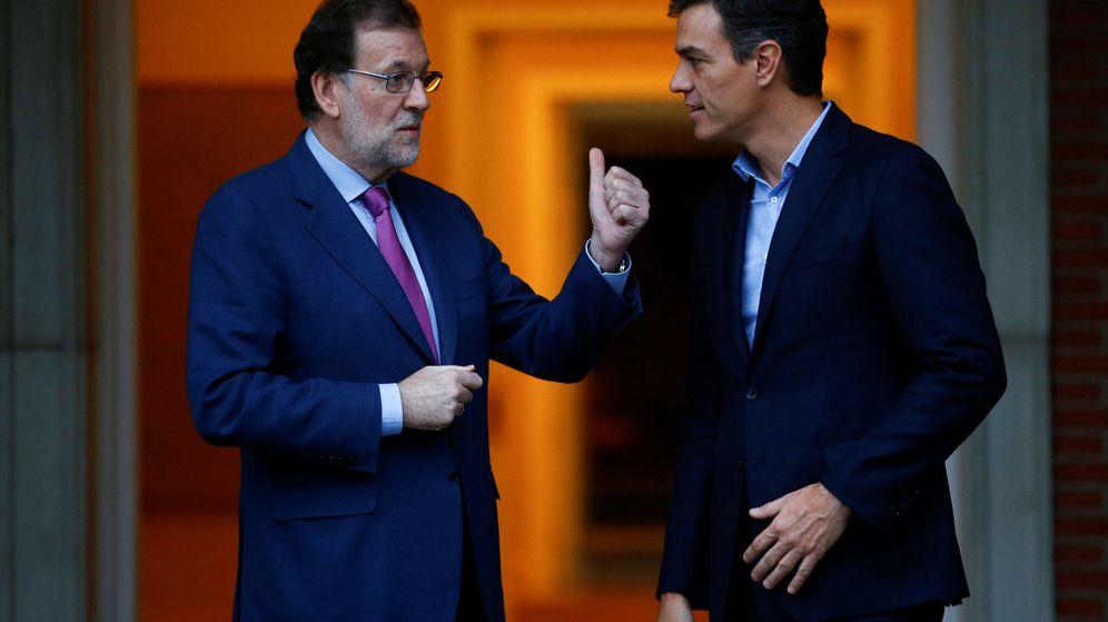 Foto: Pedro Sánchez en una reunión con Mariano Rajoy en la Moncloa. (Reuters)