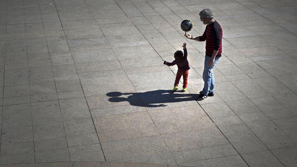 El Congreso respalda los permisos de paternidad igualitarios de Podemos