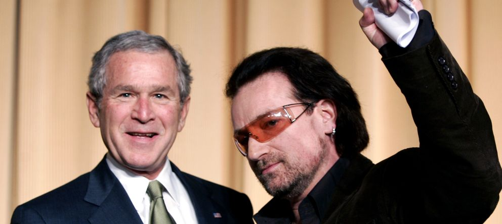 Foto: Bono y Bush posan juntos en el National Prayer Breakfast en Washington (Reuters)