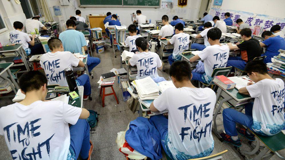 Foto: Estudiantes la tarde antes del gaokao en un instituto de Handan, en la provincia de Hebei. (Reuters)