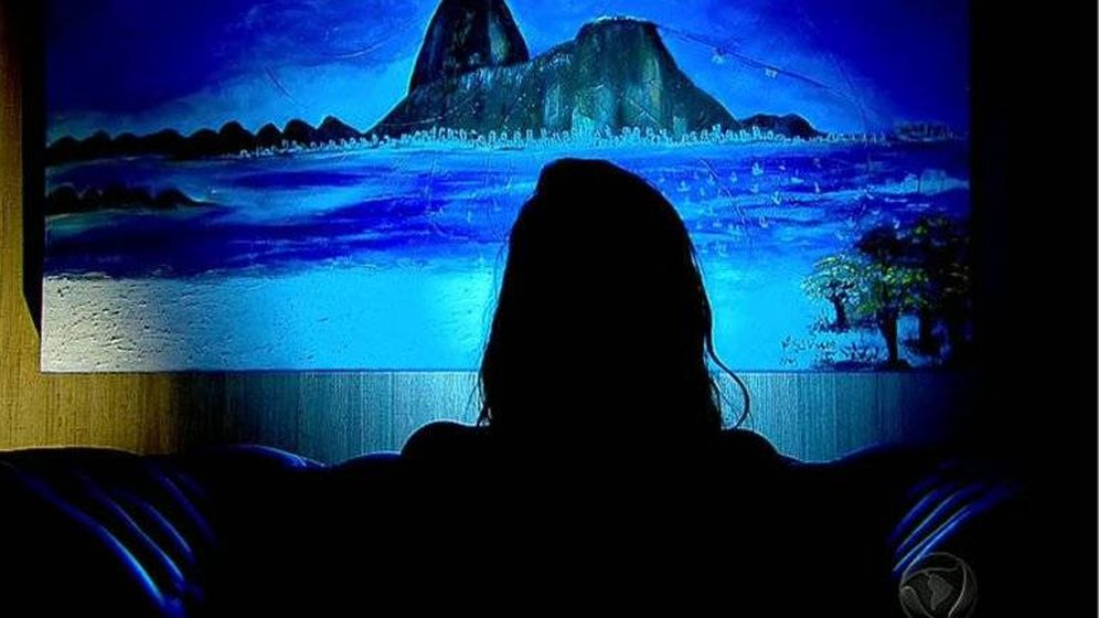 Foto: TV Record entrevistó a la adolescente violada por 30 hombres en Brasil (TV Record)