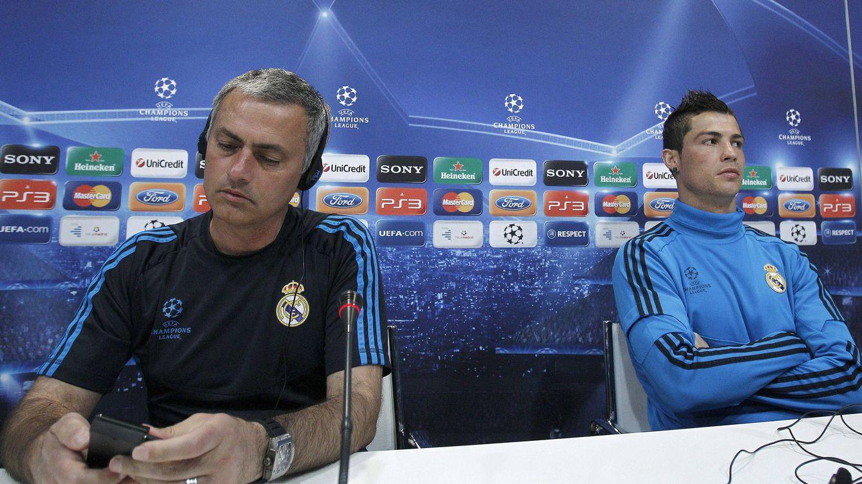Foto: Mourinho y Cristiano Ronaldo, en una rueda de prensa de 2012. (Reuters)