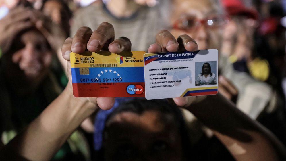 Foto: Simpatizantes del Gobierno participan en una celebración al terminar las elecciones a la Asamblea Constituyente, el domingo 30 de julio de 2017. (EFE)