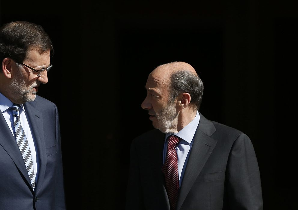 Foto: El presidente del Gobierno, Mariano Rajoy, y el secretario general del PSOE, Alfredo Pérez Rubalcaba. (EFE)