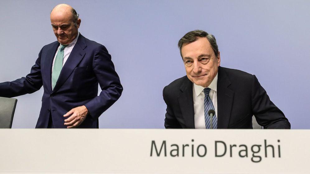 Foto: El presidente del Banco Central Europeo (BCE), Mario Draghi (dcha), y el vicepresidente Luis de Guindos. (EFE)