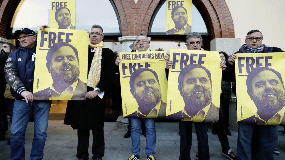 Foto: Concentración a favor de la libertad de los presos. (EFE)
