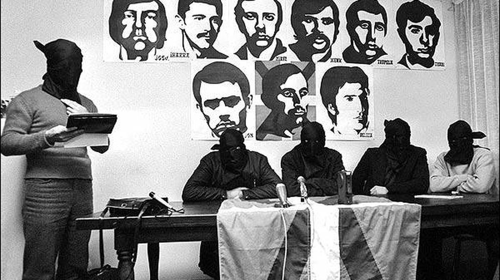 Foto: Terroristas de ETA, durante un comunicado.