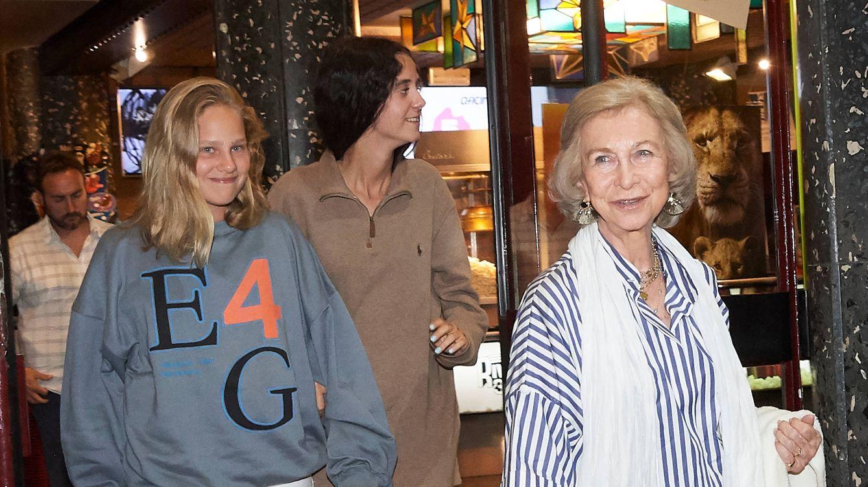 Foto: La reina Sofía con sus nietas Irene y Victoria. (Limited Pictures)