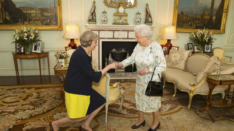 La nueva primera ministra, Theresa May, aparta del gobierno a Michael Gove