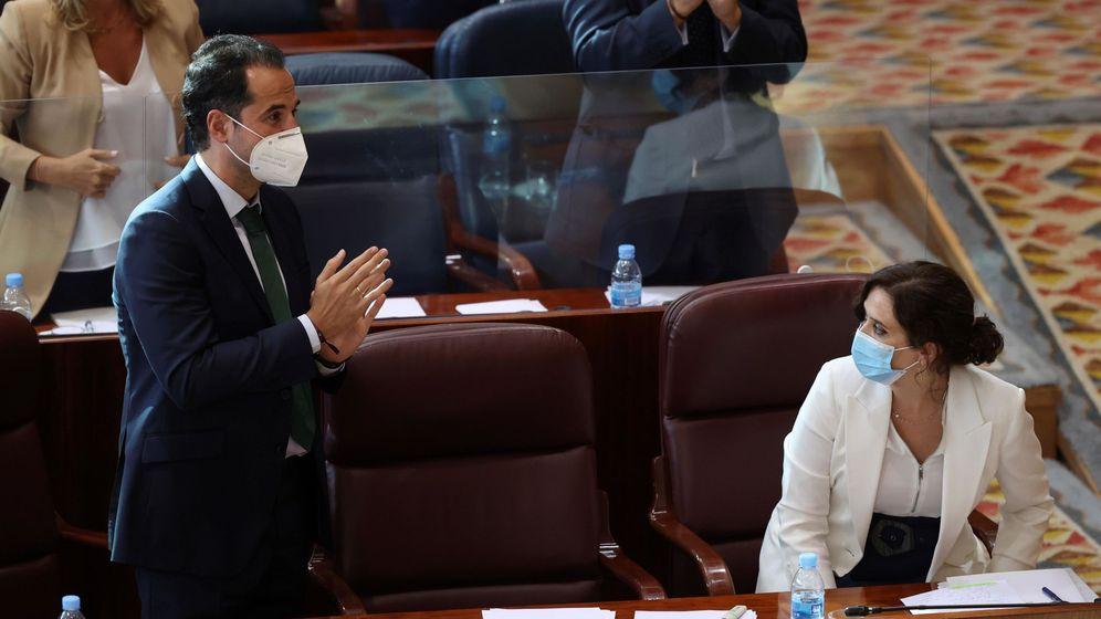 Foto: La presidenta de la Comunidad de Madrid, Isabel Díaz Ayuso (d), y el vicepresidente, Ignacio Aguado. (EFE)