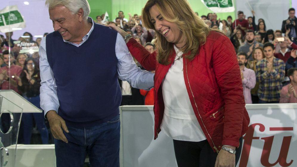 Foto: La secretaria general del PSOE-A y presidenta de la Junta, Susana Díaz (d), y el expresidente del Gobierno Felipe González. (EFE)