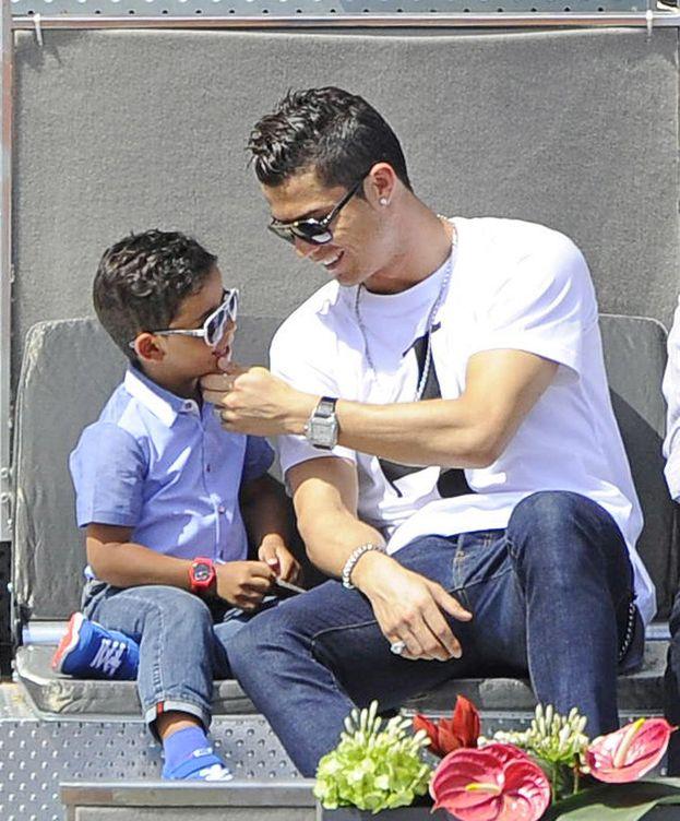Foto: Cristiano Ronaldo y su hijo en el Madrid Open de 2014 (Gtres)