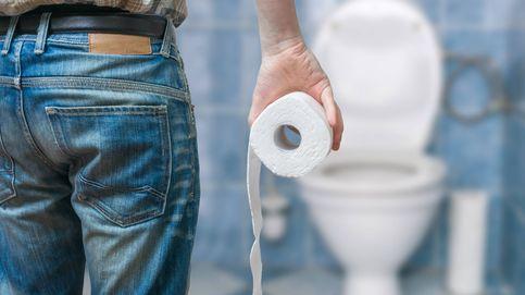 Por qué no debes cubrir  la tapa del inodoro con papel higiénico