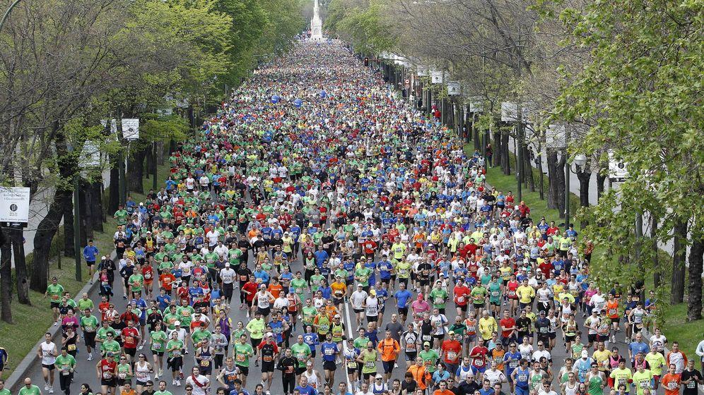 Foto: Participantes del maratón de madrid de 2012 tras la salida en la plaza de Colón. (Efe)