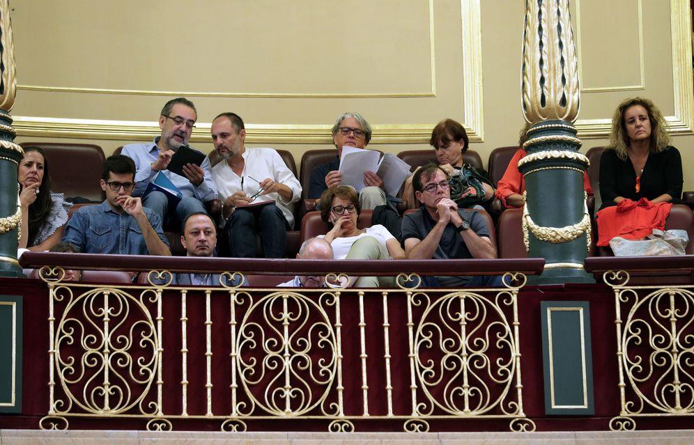 Foto: Miembros de los consejos de informativos de RTVE en la tribuna de invitados en el Congreso, este 21 de septiembre. (EFE)