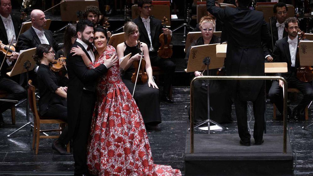 Foto: Yusif Eyvazov (tenor), Anna Netrebko (soprano) y Orquesta Titular del Teatro Real. (Javier del Real/Teatro Real)