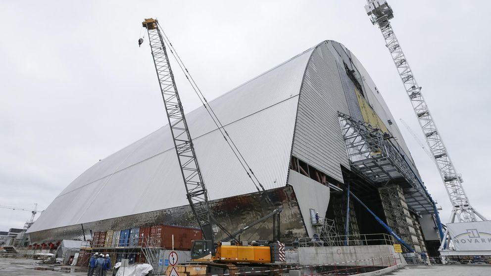 Se inicia el traslado del gigantesco sarcófago que enterrará Chernóbil