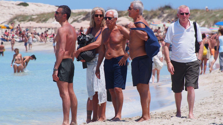 Giorgio Armani se relaja en las playas de Formentera.