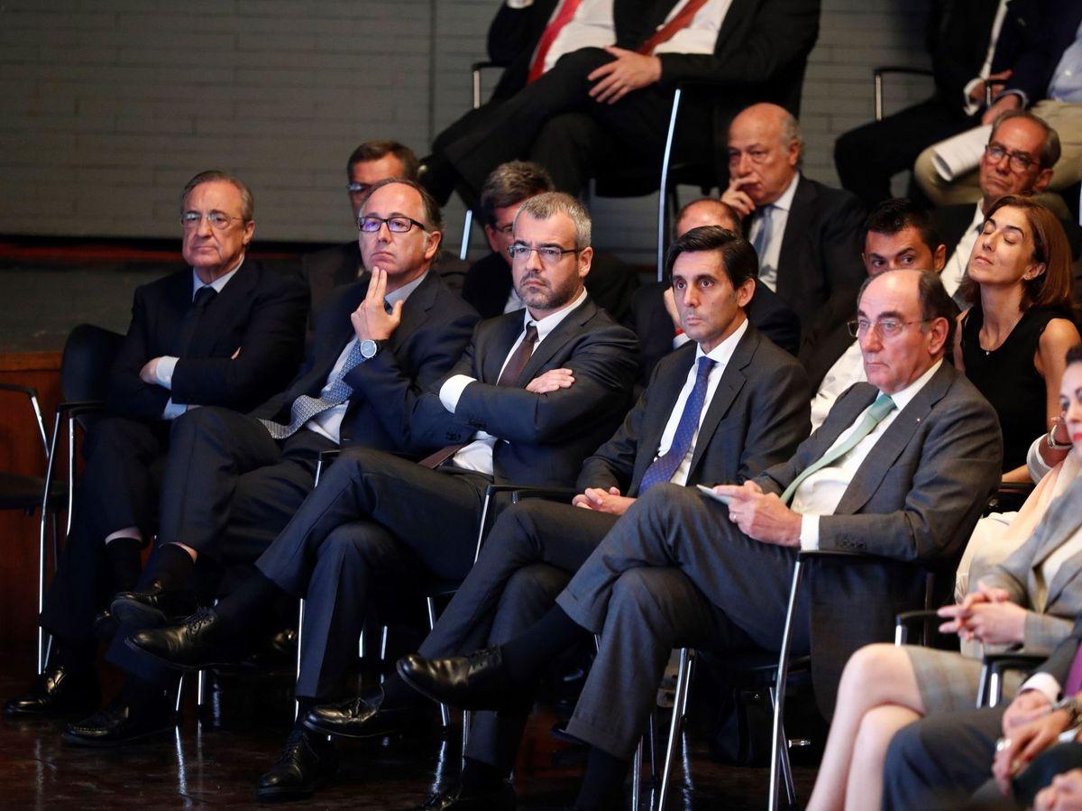 Foto: El presidente de ACS, Florentino Pérez (i), y el presidente de Iberdrola, José Ignacio Sánchez Galán (d). (EFE)