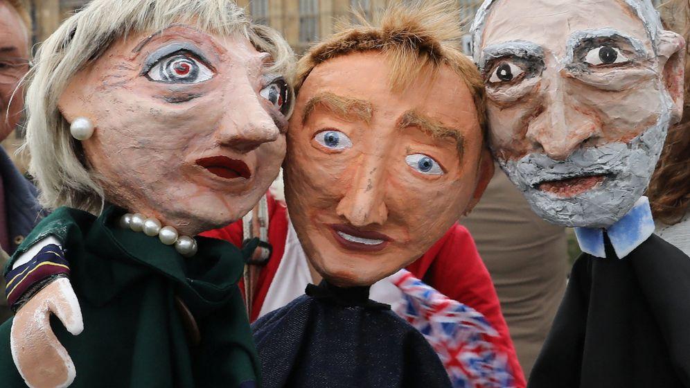 Foto: Cabezudos de Theresa May, Tim Farron y Jeremy Corbyn. (Reuters)