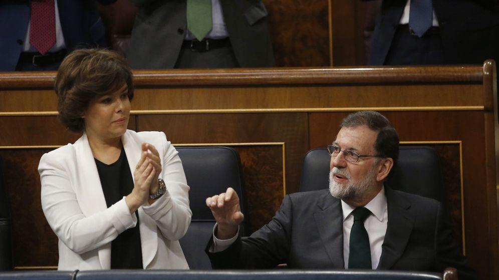Foto: Santamaría junto a Rajoy en el Congreso de los Diputados. (EFE)