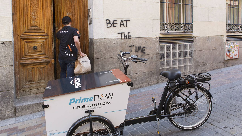 Foto: Un repartidor del nuevo servicio Prime Now de Amazon.