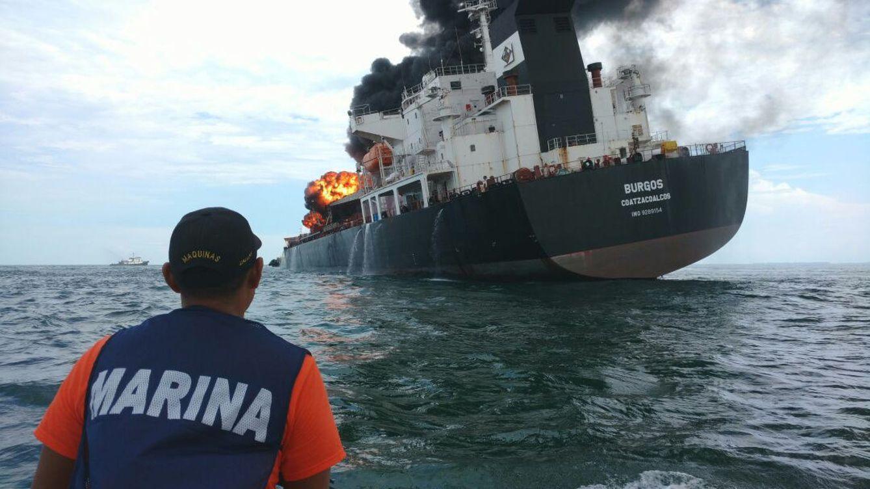 Foto: Buque petrolero hundido. (EFE)