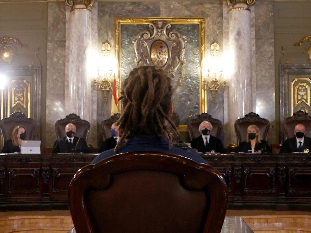 Foto: El exsecretario de Organización de Podemos y diputado Alberto Rodríguez durante su juicio en el TS. (EFE)