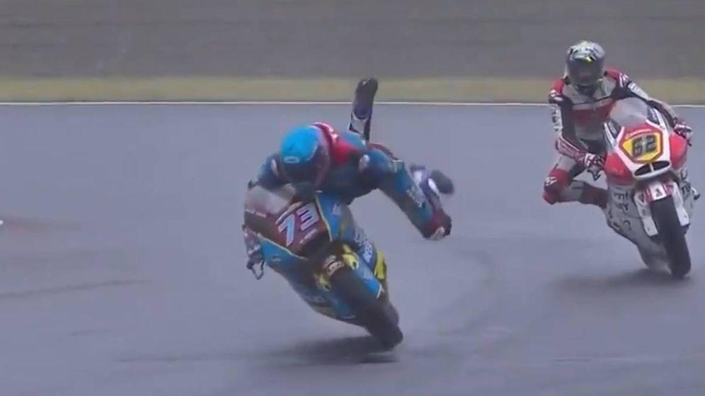 Foto: Álex Márquez, en el momento en el que pudo salir despedido de su moto